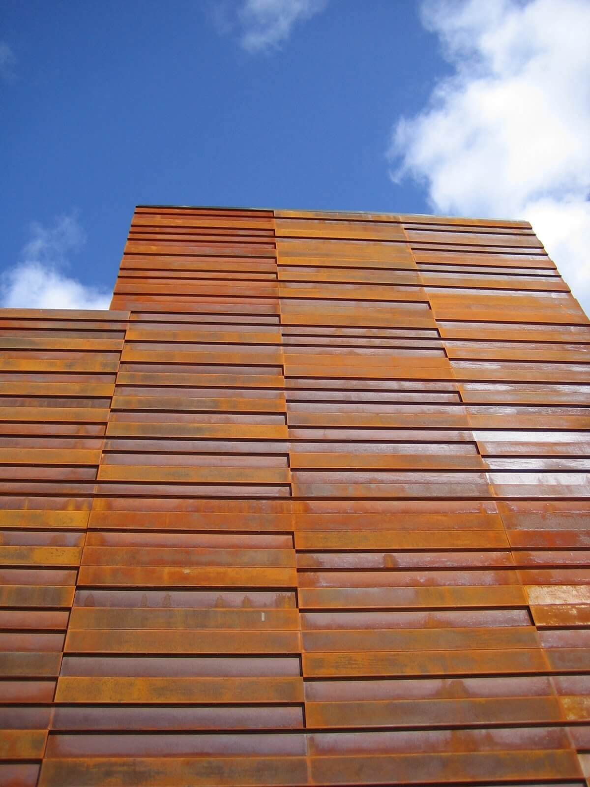 Julius building palencia perforated corten steel imar for Fachada acero corten
